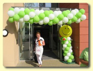 Ballongirlande zum Tag der offenen Tür